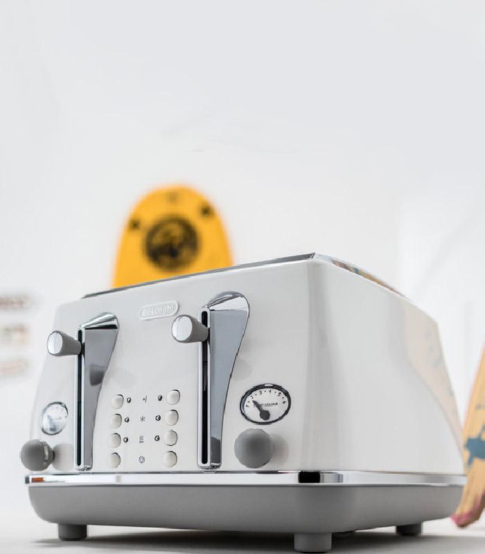 De'Longhi Icona Capitals 4 Slice Toaster - Sydney White CTOC4003.W
