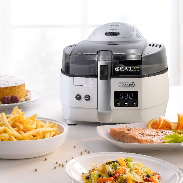 Enjoy your favourite foods without sacrificing taste. Easily prepare a wide variety of recipes on your counter-top - from crispy French fries to sauces, from steaks to stews, curries and salmon. Multifry even allows you to bake pizzas, cakes and pies. Multifry Extra offers a larger cooking capacity than traditional air fryers, enabling you to cook healthy nutritious meals for the entire family in the blink of an eye. Multiple cooking modes allows you to cook a large variety of recipes using different cooking styles. Download the iOS or Android Delonghi Recipes app for access to over 250 delicious recipes