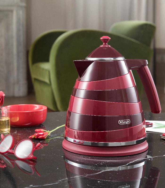 De'Longhi - Avvolta Class Kettle - Charming Red - KBAC3001R